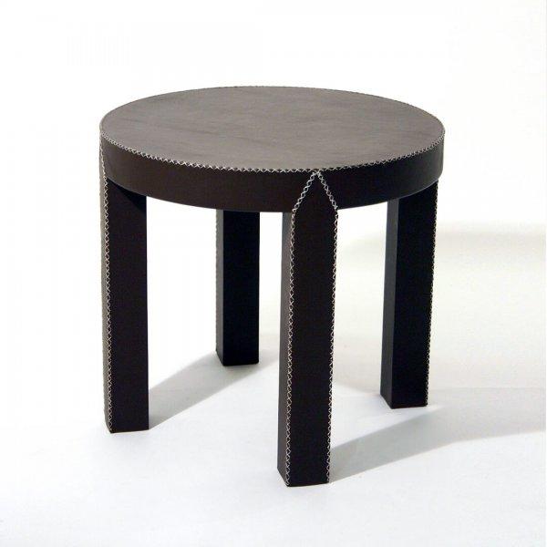 mesa circular tapizada en cuero