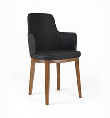 silla de madera de eucalipto con brazos y tapizado en Lino sintético color grafito