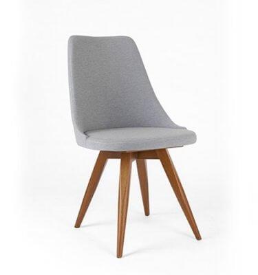 silla en madera tapizada en lino color gris claro