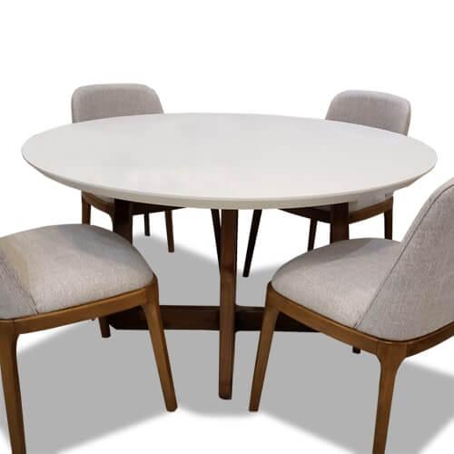 mesa de tapa blanca y base de guindo con lustre natural