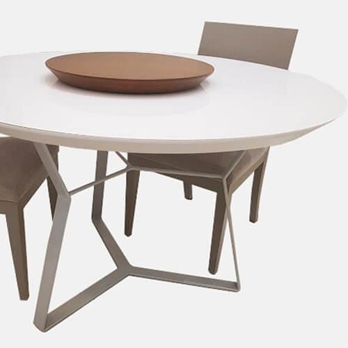 plato giratorio de mesa en madera de Eucaliptus lustre almendra